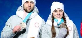 Pareja rusa devuelve medallas