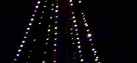 Iluminan Torre de Pemex