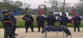 Equipan a policías
